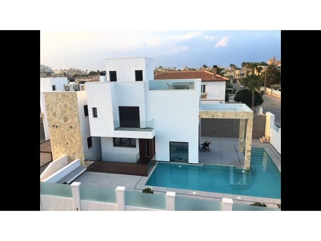 4 quarto Moradia para venda em Torrevieja com piscina - 899 000 € (Ref: 5455934)
