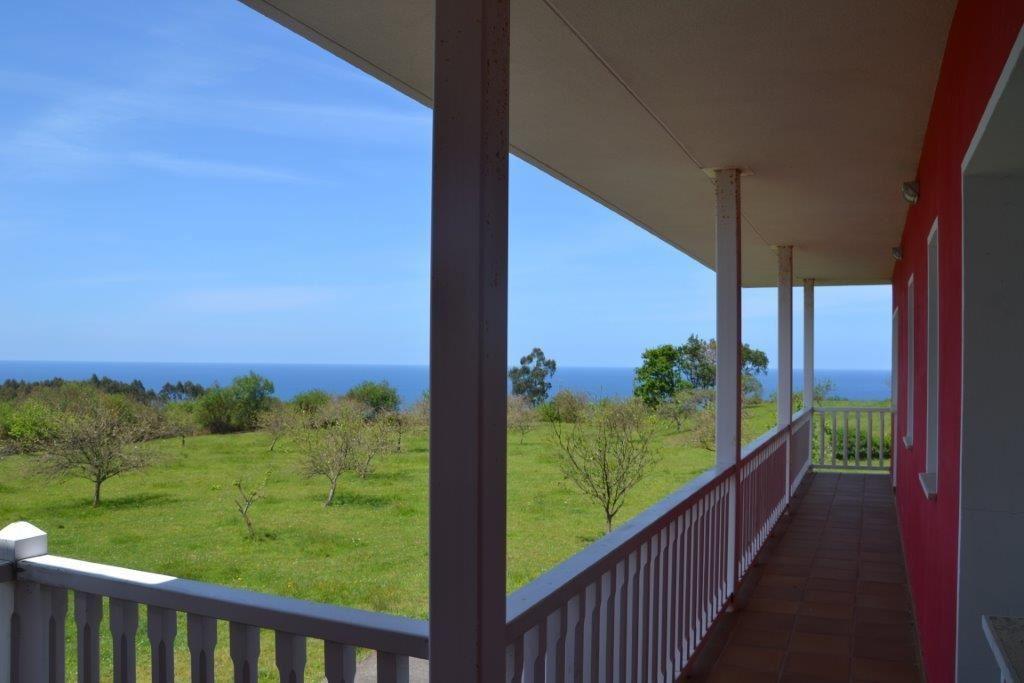 Casa de 6 habitaciones en Caravia en venta - 850.000 € (Ref: 3777500)