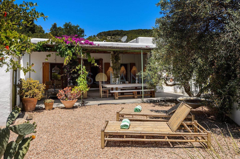 6 slaapkamer Finca/Landhuis voor vakantieverhuur in Ibiza dorp met zwembad - € 7.800 (Ref: 5926988)