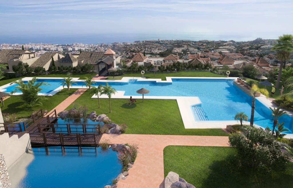 2 bedroom Apartment for sale in Benalmadena with pool - € 259,000 (Ref: 4996282)