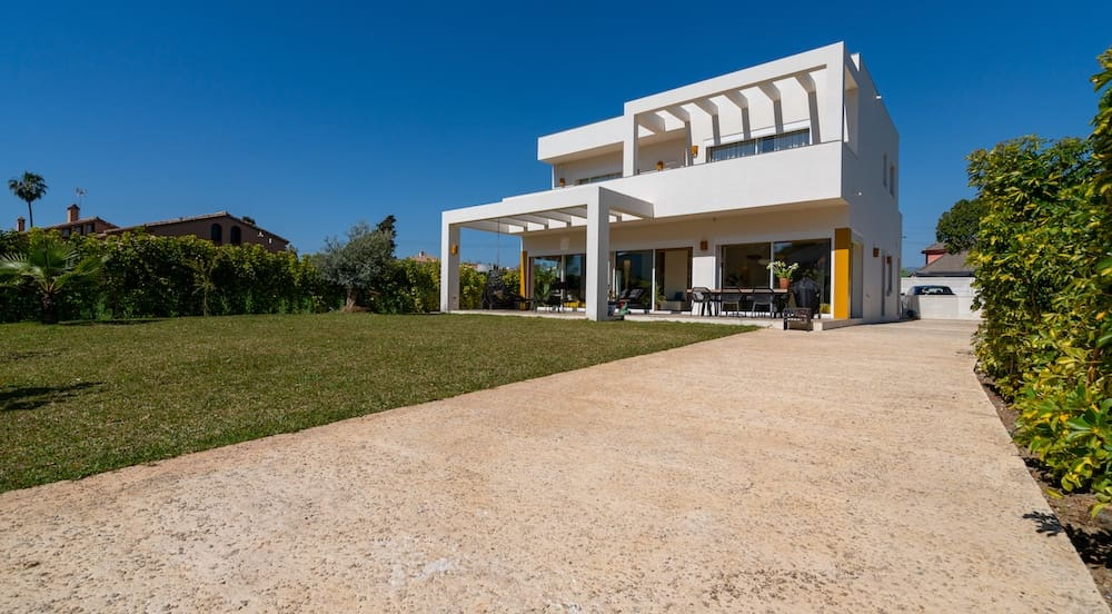 4 bedroom Villa for sale in Marbella with pool - € 1,395,000 (Ref: 4996331)