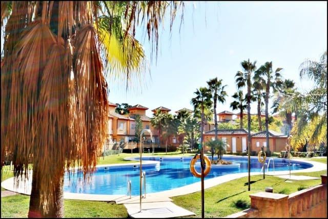 Adosado de 4 habitaciones en Lepe en venta con piscina - 99.000 € (Ref: 5120992)