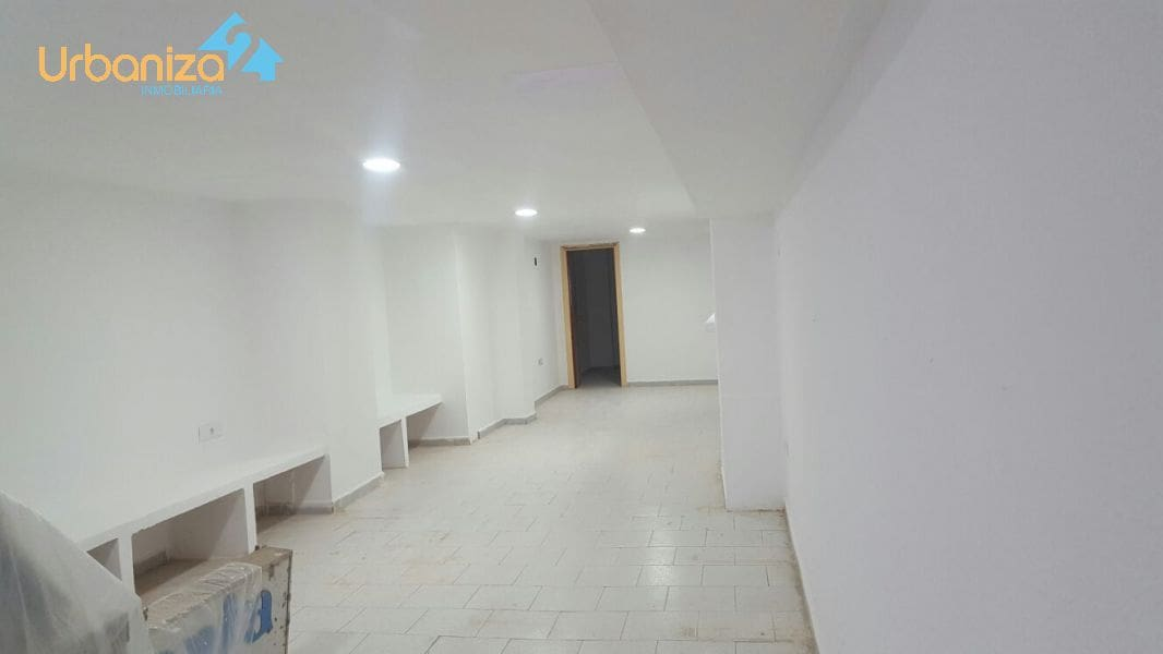 Commercial for sale in Badajoz city - € 180,000 (Ref: 4920856)