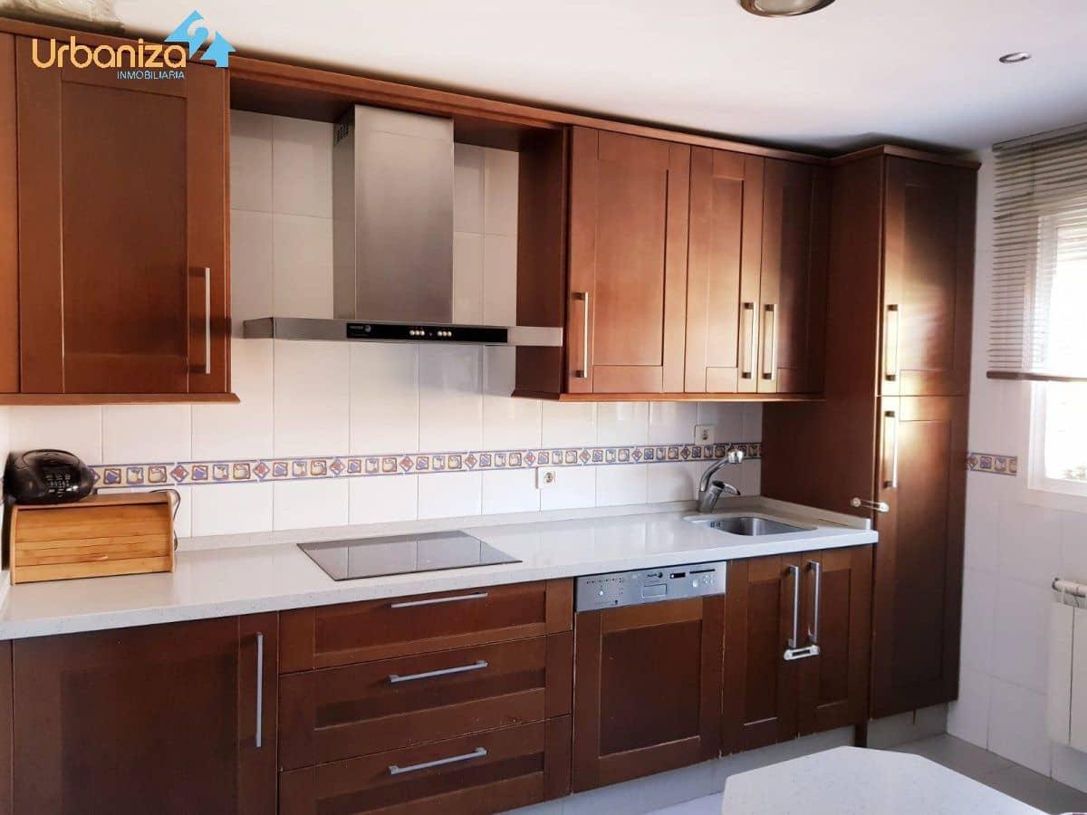 Adosado de 3 habitaciones en Badajoz ciudad en venta con piscina garaje - 169.000 € (Ref: 5139602)