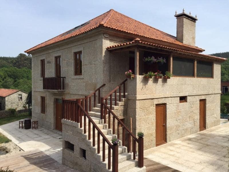 Casa de 4 habitaciones en Cerdedo en venta con garaje - 415.000 € (Ref: 4803326)
