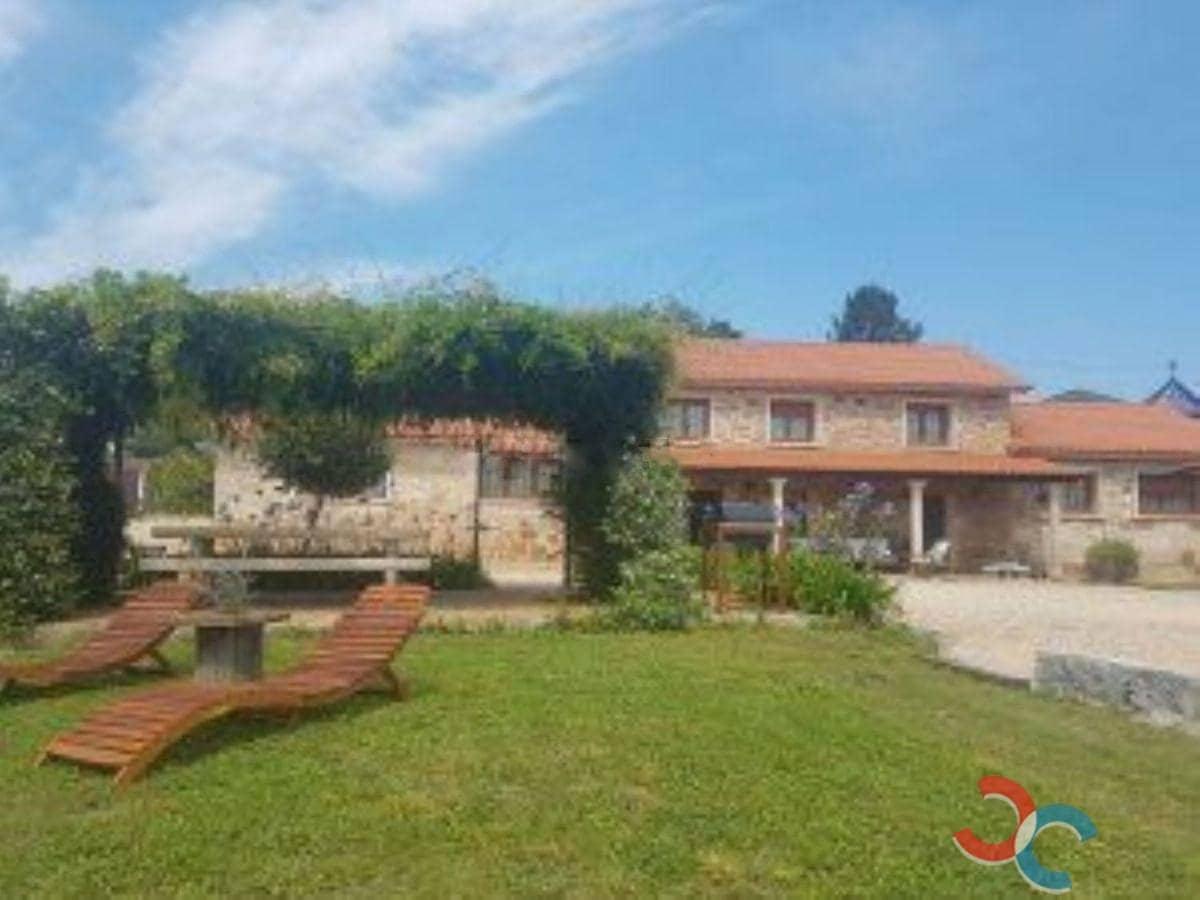 3 bedroom Villa for sale in Barro with garage - € 480,000 (Ref: 4803414)