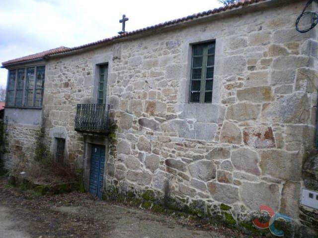 Casa de 10 habitaciones en Rodeiro en venta con garaje - 250.000 € (Ref: 5351925)