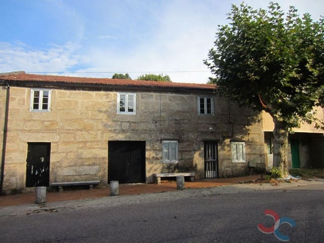 5 bedroom Townhouse for sale in Covelo with garage - € 80,000 (Ref: 5454351)
