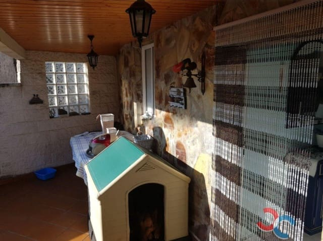2 bedroom Townhouse for sale in A Coruna city with garage - € 160,000 (Ref: 5469087)