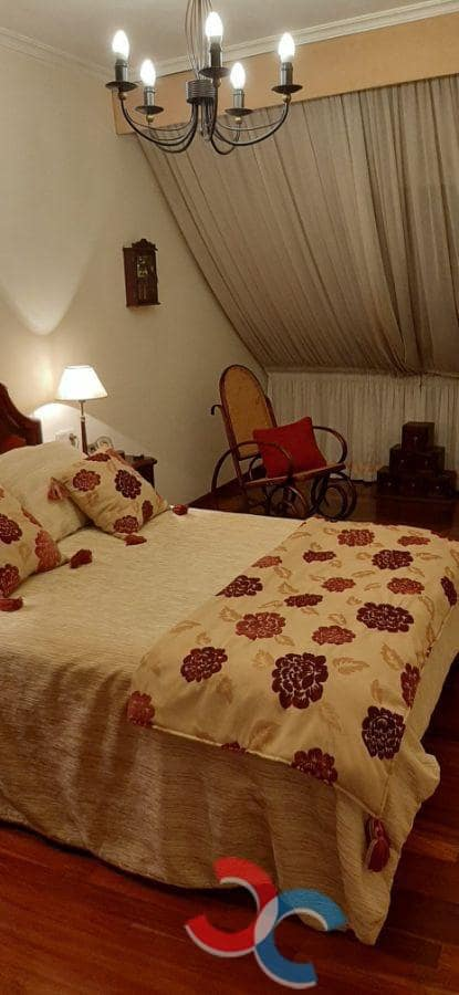 3 chambre Penthouse à vendre à Pontevedra ville avec garage - 140 000 € (Ref: 5933003)