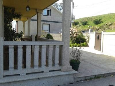 5 bedroom Villa for sale in Xeve with garage - € 360,000 (Ref: 3635389)