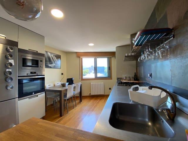 4 bedroom Apartment for sale in Pontevedra city with garage - € 300,000 (Ref: 6236735)