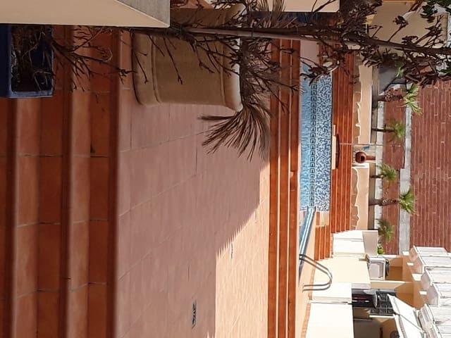 3 slaapkamer Halfvrijstaande villa te huur in Sagra met zwembad garage - € 550 (Ref: 5551777)