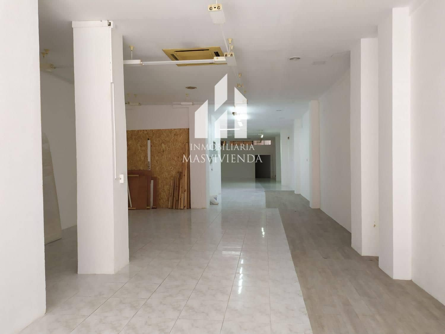 Commercial for rent in Vigo - € 1,000 (Ref: 5036648)