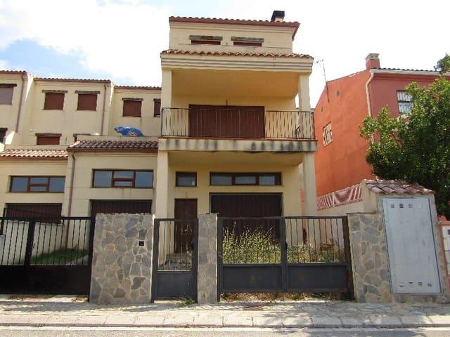 3 soverom Villa til salgs i Costur med garasje - € 90 100 (Ref: 4679883)