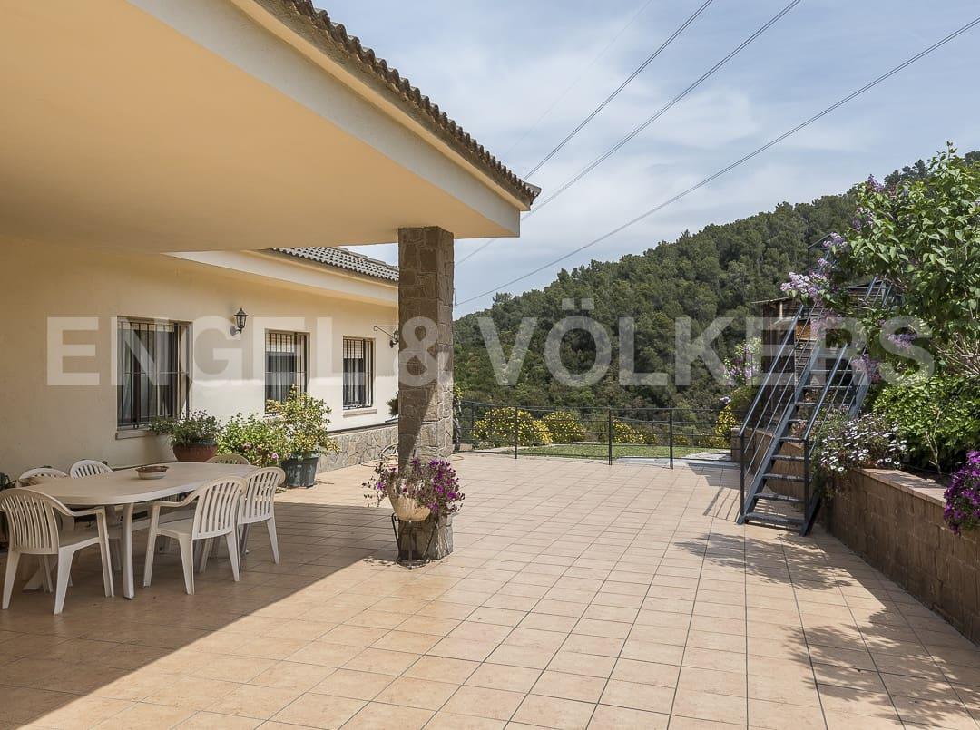 Chalet de 6 habitaciones en Torrelles de Llobregat en venta con garaje - 430.000 € (Ref: 4813834)