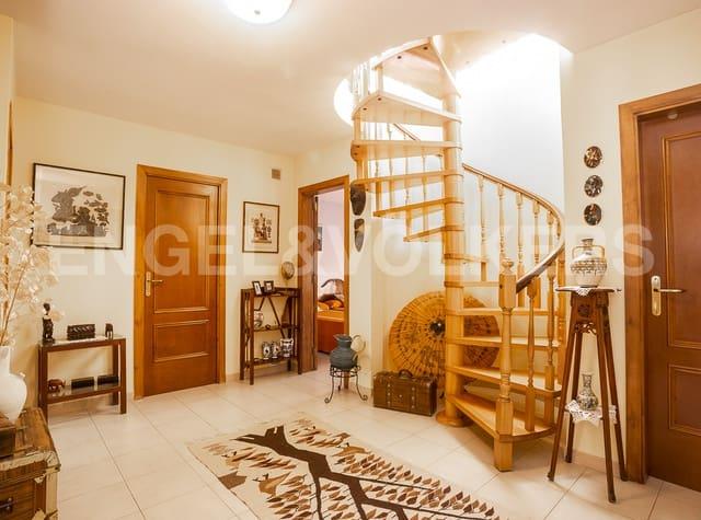 Chalet de 7 habitaciones en Esparreguera en venta con garaje - 535.000 € (Ref: 5357884)