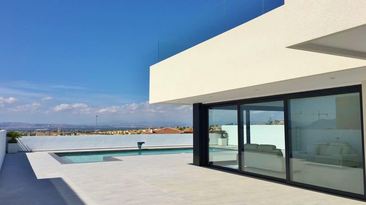 Chalet de 3 habitaciones en Benijófar en venta con piscina - 329.000 € (Ref: 5101490)