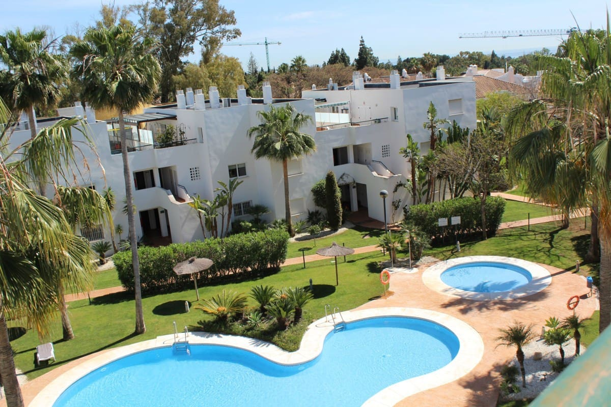 2 bedroom Apartment for sale in Marbella - € 250,000 (Ref: 4749002)