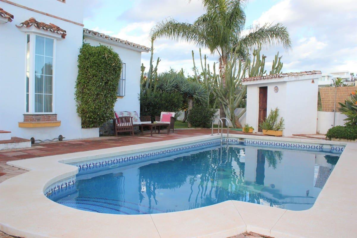 3 bedroom Villa for sale in Marbella with pool - € 494,000 (Ref: 4750172)