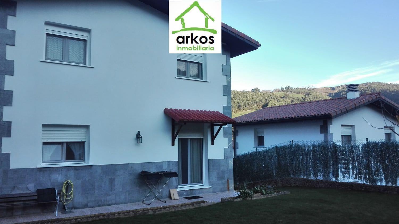3 bedroom Villa for sale in Castro-Urdiales with garage - € 230,000 (Ref: 4313036)