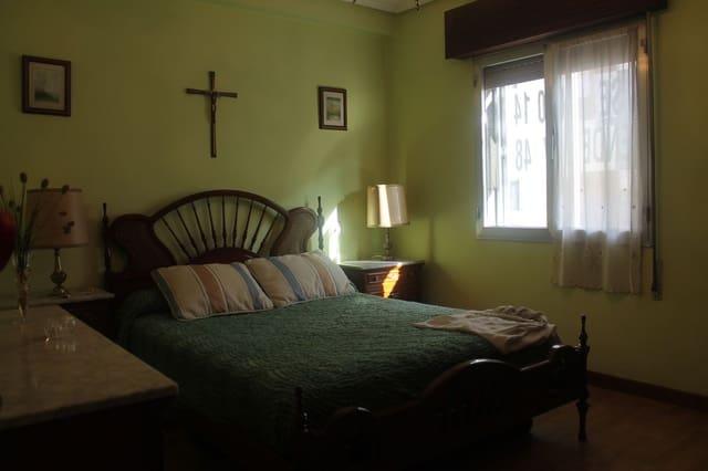 Apartamento de 3 habitaciones en Oviedo en venta - 78.000 € (Ref: 4628595)