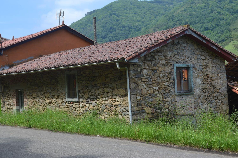 Finca/Casa Rural en Belmonte de Miranda en venta - 58.000 € (Ref: 4628613)
