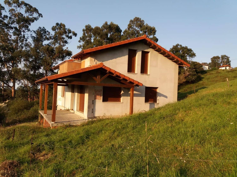 Chalet de 4 habitaciones en Castrillón en venta con garaje - 170.000 € (Ref: 5620347)