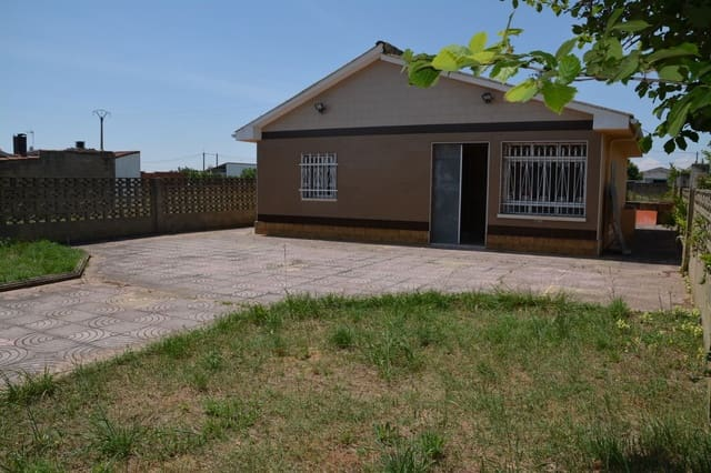 3 bedroom Villa for sale in Chozas de Abajo with garage - € 87,900 (Ref: 6110622)