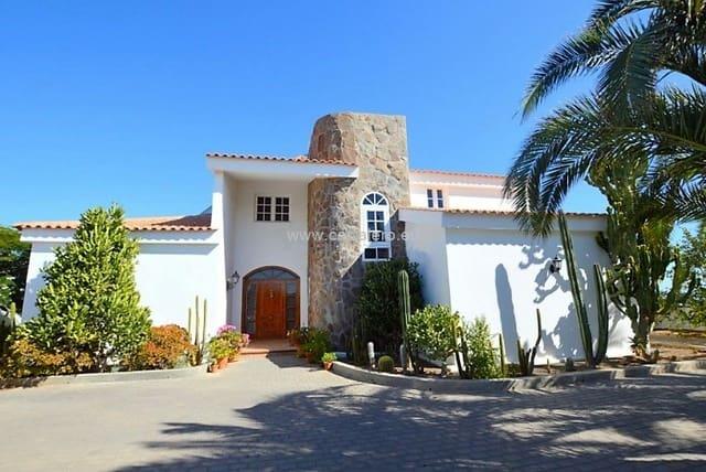 4 soveværelse Finca/Landehus til salg i El Salobre med swimmingpool garage - € 1.700.000 (Ref: 4422255)