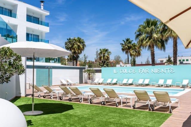 55 chambre Hôtel à vendre à Santa Ponsa avec piscine - 6 700 000 € (Ref: 5964566)