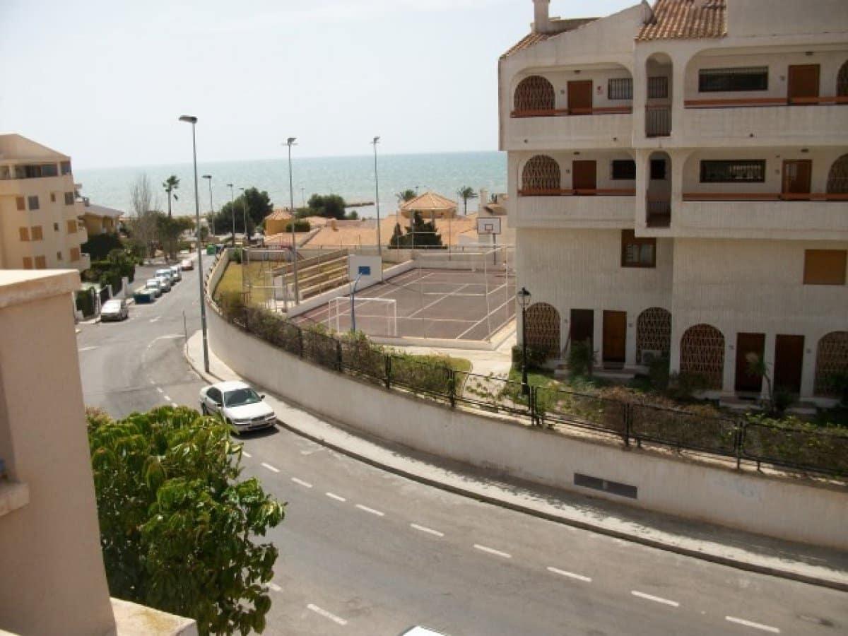 3 slaapkamer Rijtjeshuis te huur in Santa Pola met zwembad garage - € 900 (Ref: 3938251)