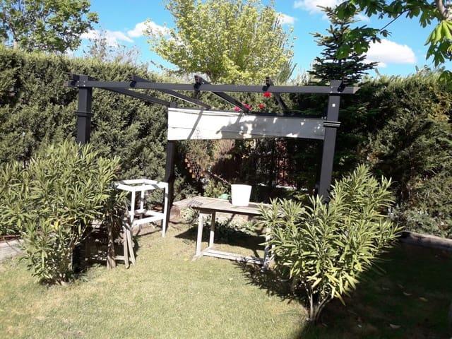4 quarto Moradia Geminada para venda em Arroyo de la Encomienda com garagem - 305 000 € (Ref: 3698160)