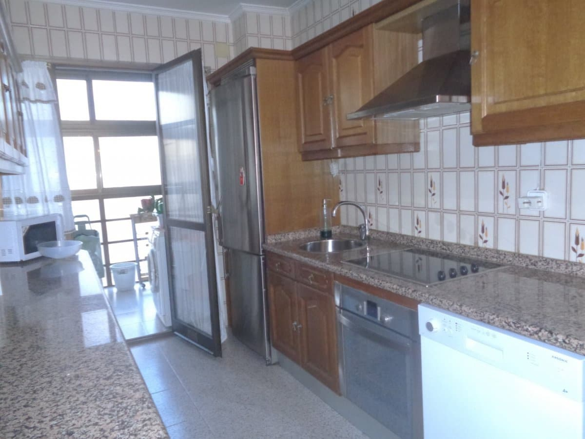 5 bedroom Flat for rent in Valladolid city with garage - € 950 (Ref: 4307810)