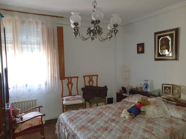 3 bedroom Flat for sale in Valladolid city - € 75,000 (Ref: 5972209)