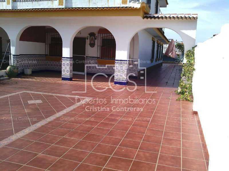 6 bedroom Semi-detached Villa for sale in Matalascanas with garage - € 374,500 (Ref: 3733929)