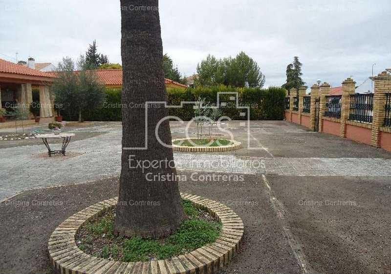 4 sypialnia Willa na sprzedaż w Espartinas z basenem garażem - 700 000 € (Ref: 3733958)
