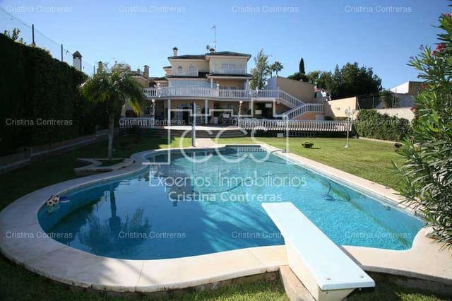 7 soverom Villa til salgs i Villanueva del Ariscal med svømmebasseng garasje - € 900 000 (Ref: 3733996)