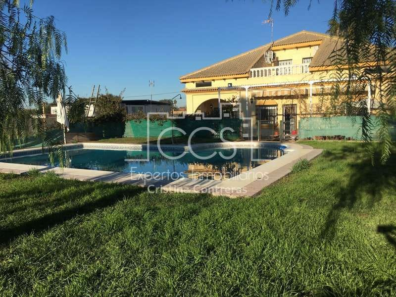 4 bedroom Villa for sale in Coria del Rio with pool garage - € 240,000 (Ref: 3767922)