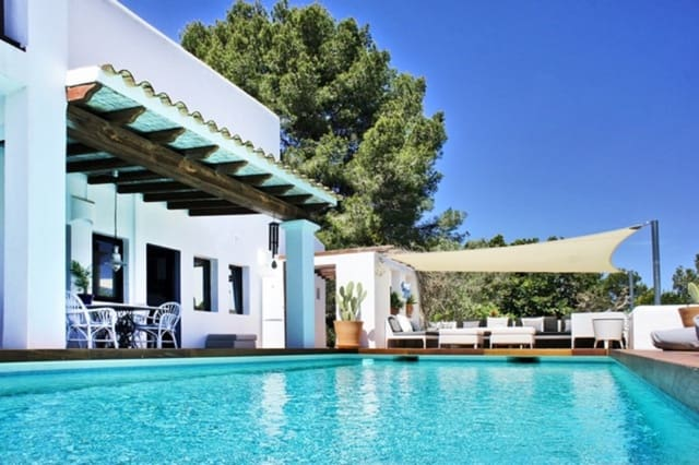 2 bedroom Villa for holiday rental in Cala Llonga with pool - € 4,200 (Ref: 3809888)