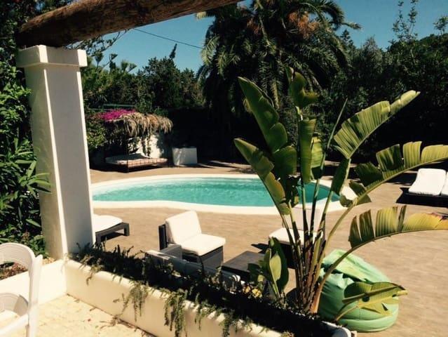3 Zimmer Ferienvilla in Cala Llonga mit Pool - 3.000 € (Ref: 3809890)