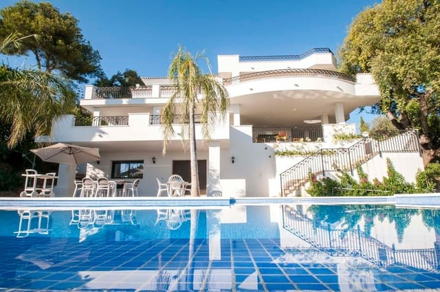 6 sovrum Villa till salu i Los Monteros med pool - 4 000 000 € (Ref: 3848004)