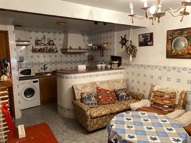 4 bedroom Townhouse for sale in Calles - € 77,000 (Ref: 5579149)