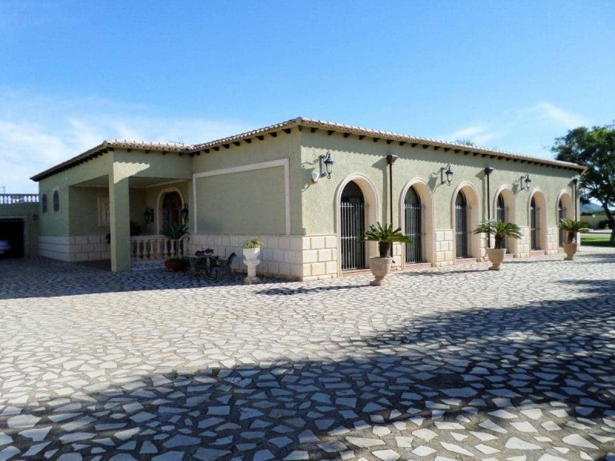 Chalet de 4 habitaciones en Beniarbeig en venta con piscina - 895.000 € (Ref: 4740855)
