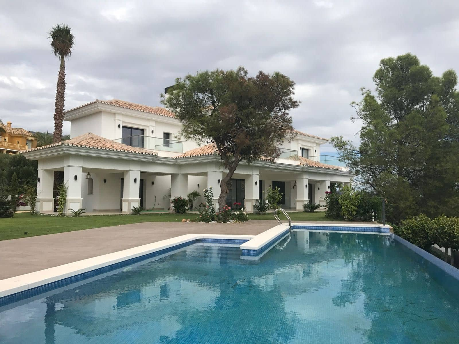 5 bedroom Villa for sale in Marbella with pool garage - € 4,900,000 (Ref: 4555842)