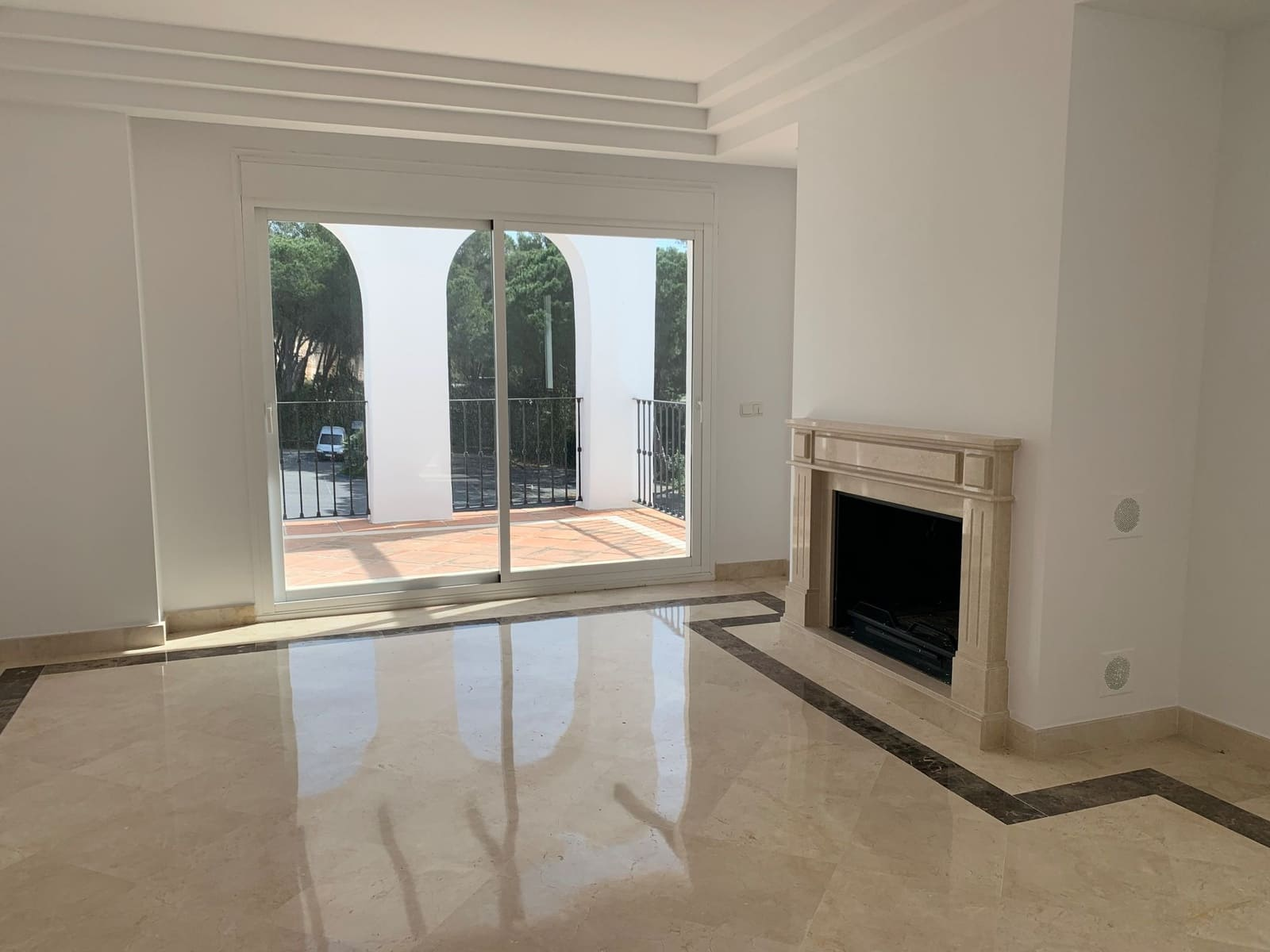 2 bedroom Apartment for rent in Marbella with pool - € 1,600 (Ref: 5148960)
