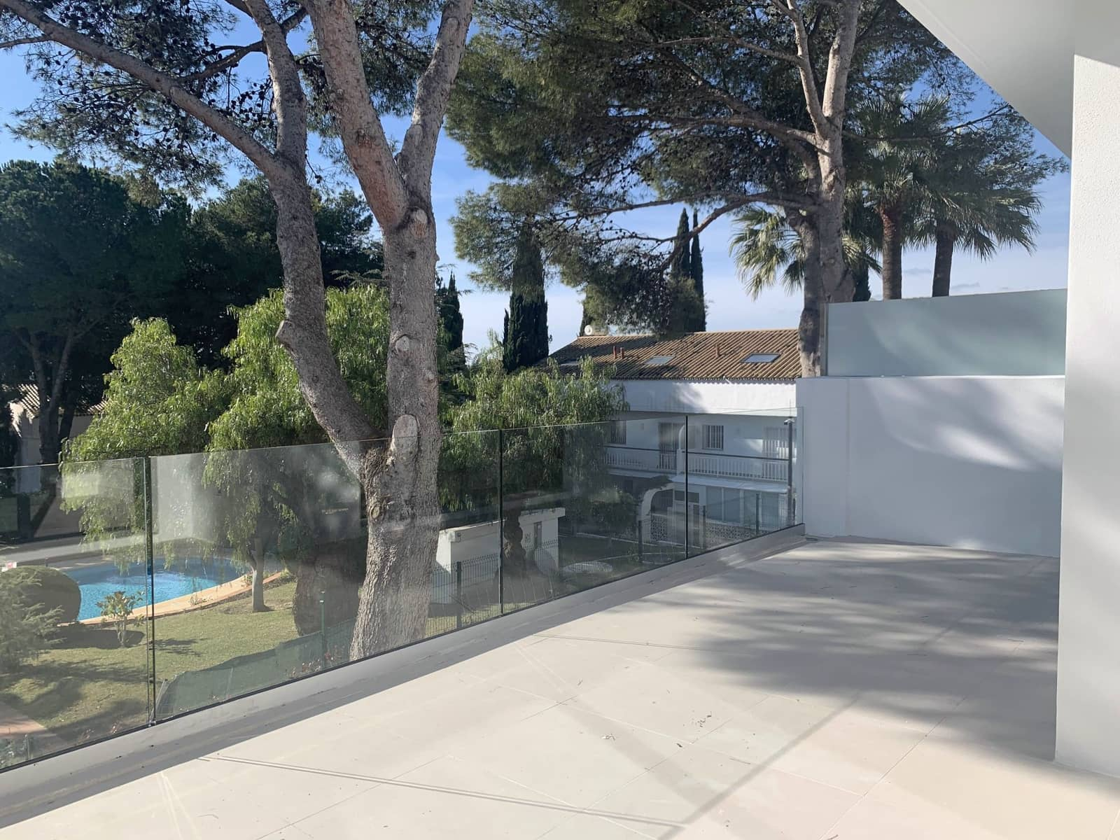 3 bedroom Apartment for rent in Marbella with pool - € 2,100 (Ref: 5859872)