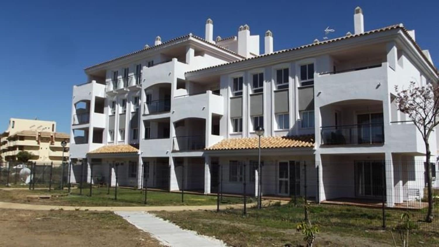 2 bedroom Flat for sale in Manilva with pool - € 144,000 (Ref: 5188110)