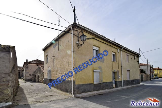 Adosado de 4 habitaciones en Gemuño en venta - 29.000 € (Ref: 5929873)