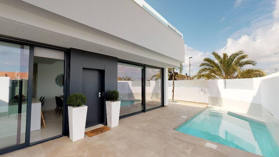 Chalet de 3 habitaciones en Pilar de la Horadada en venta con piscina - 199.950 € (Ref: 5075319)